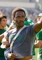 马歇尔大学橄榄球队_马歇尔大学橄榄球队空难事故的幸存者之一,原球队队长.