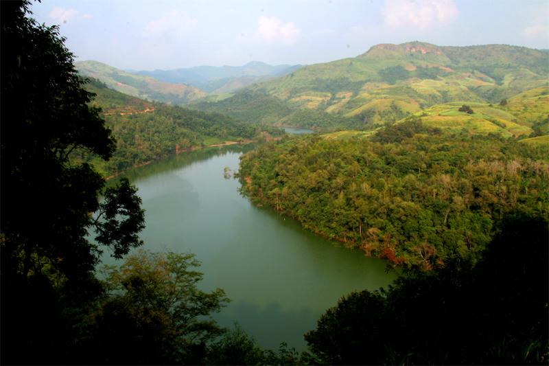 驮娘江位于云南省富宁县323国道线剥隘镇境内,发源于广南县,西汉至
