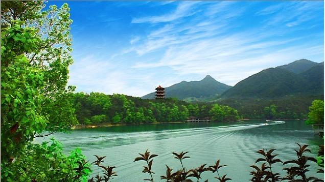 """風景區是國家""""aaa""""級旅游區,陜西省十大自然生態旅游區,有七溝八梁,六"""