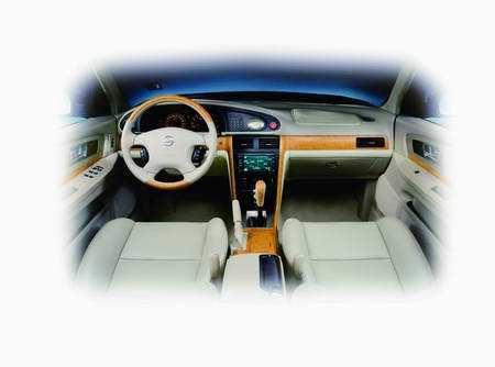清晰地观察到车后方的情况,结合智慧情报后视镜所提供的倒车雷达监测