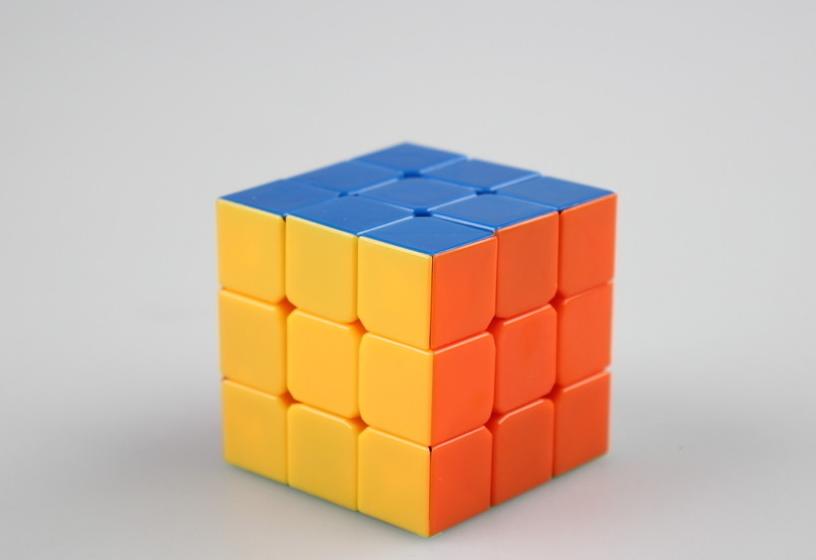 魔方公式步骤介绍 cfop方法一共分四步:cross->f2l->oll->pll cross