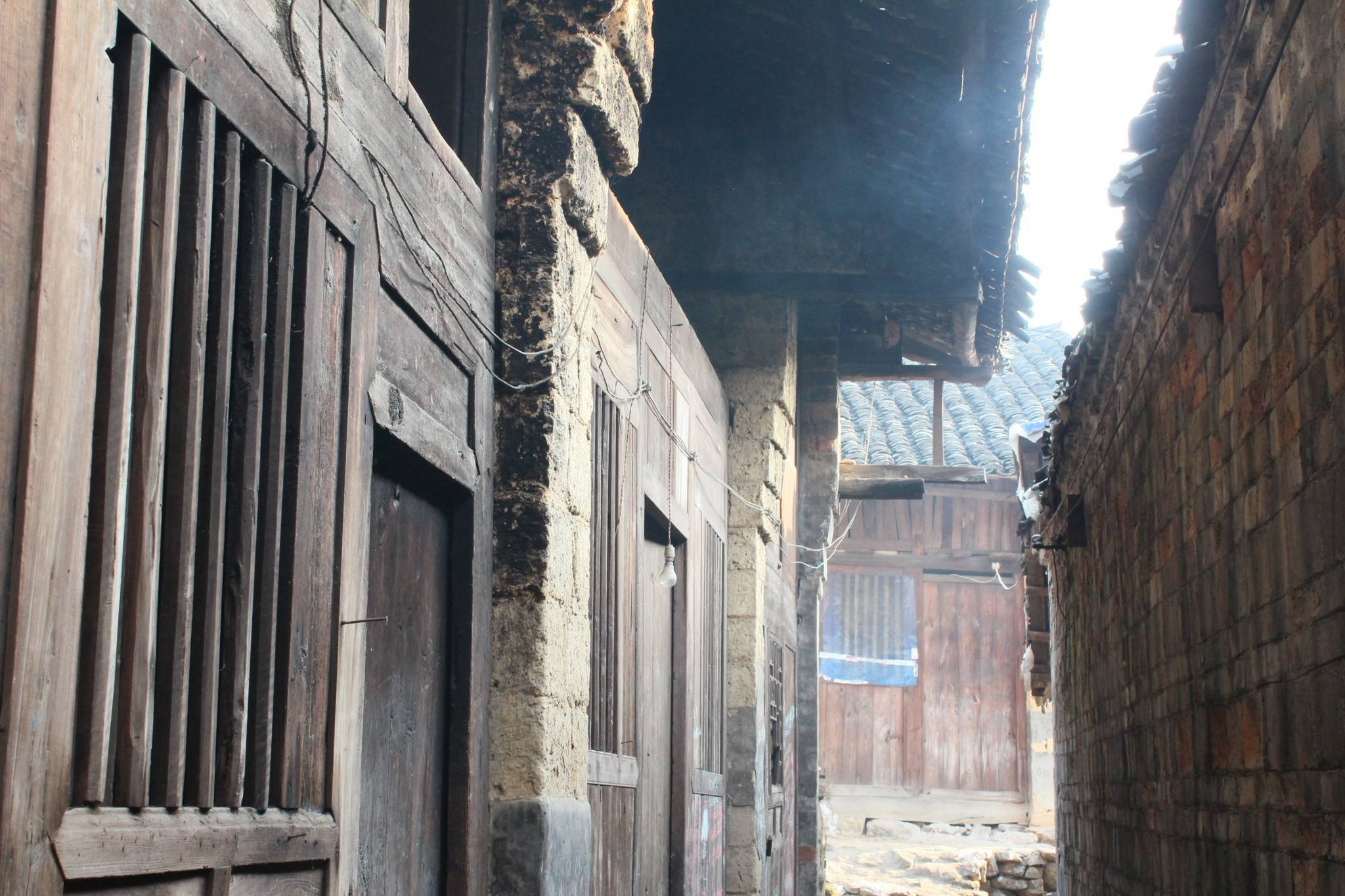 在位于武冈市东部的双牌乡浪石村,发现了一个古建筑群,向世人惊现了一图片