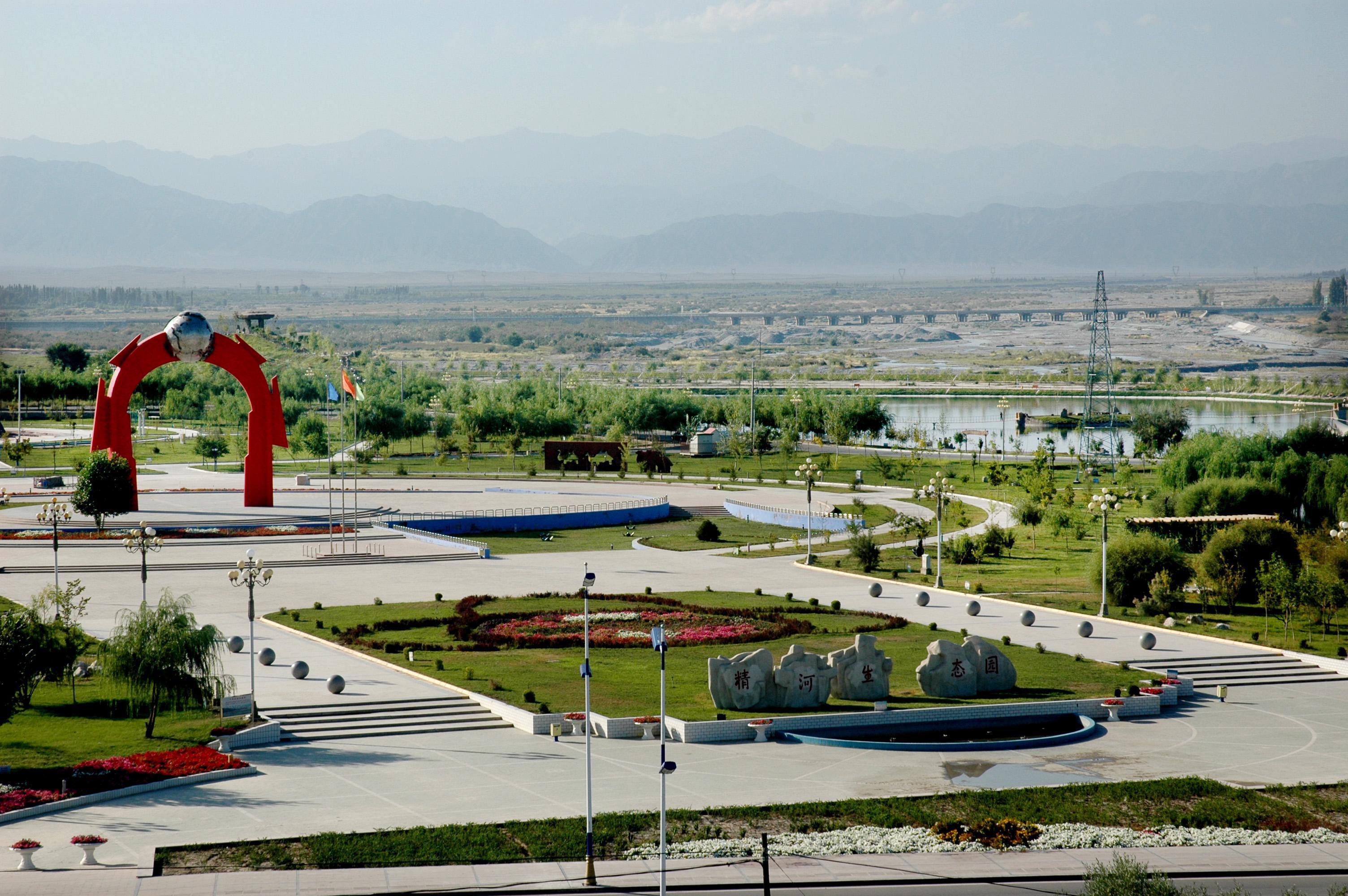 滨河风景区由精河县生态园,滨河绿地和精河县人民公园三部分组成.