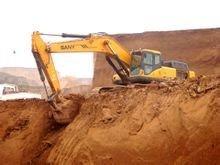 工作中的挖掘机