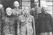 庞炳勋(前左)、孙殿英(前右)与日军合影