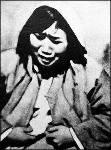 图为被日军轮奸后的南京妇女的惨状