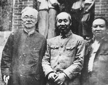 林伯渠和董必武、王若飞在重庆八路军办事处